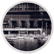 Chicago River Boats Bw Round Beach Towel