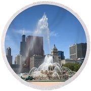 Chicago Skyline And Buckingham Fountain Round Beach Towel