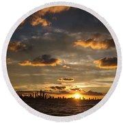 Chicago Skyline Sunset Round Beach Towel