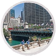Chicago's Dusable Bridge On N. Michigan Avenue Round Beach Towel