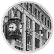 Chicago's Father Time Clock Bw Round Beach Towel