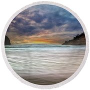 Chief Kiawanda Rock At Cape Kiwanda In Oregon Coast Round Beach Towel