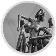 Children At Play Statue B W Round Beach Towel