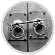 Chinese Door And Lock - Black And White Round Beach Towel
