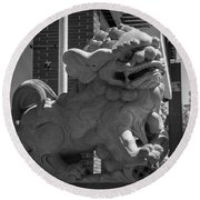 Chinese Guardian Male Lion B W Round Beach Towel