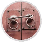 Chinese Red Door With Lock Round Beach Towel