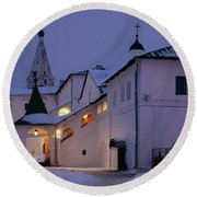 Christmas Evening Light In The Temple Suzdal Round Beach Towel