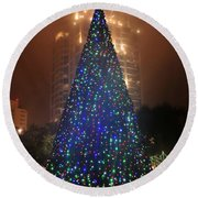 Christmas In The City Round Beach Towel
