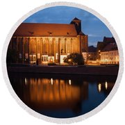 Church Of Our Lady On Sand In Wroclaw By Night Round Beach Towel