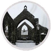 Church Of St Thomas A Becket In Heptonstall In Falling Snow Round Beach Towel