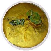 Cicada On Gold Round Beach Towel