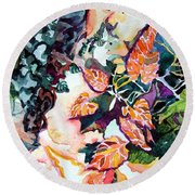 Circling Leaves Round Beach Towel