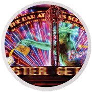 City - Vegas - Ny - The Bar At Times Square Round Beach Towel