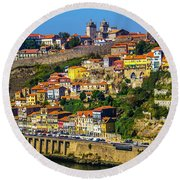 City On A Hillside Round Beach Towel