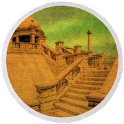 Clifton Monument At Jehangir Kothari Parade Round Beach Towel