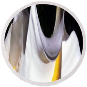 Cold Calla Poles Round Beach Towel