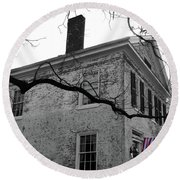 Colonial House With Flag Round Beach Towel