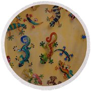 Color Lizards On The Wall Round Beach Towel
