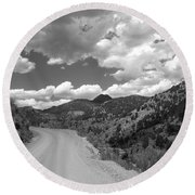 Colorado Shelf Road 1 B-w Round Beach Towel