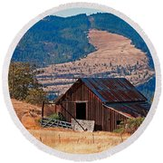 Columbia River Barn Round Beach Towel