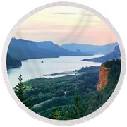 Columbia River With Vista House Round Beach Towel