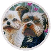 Come Play With Me Close-up Round Beach Towel