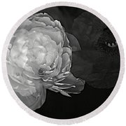 Contrasts In Floral Kingdom In Black And White. Round Beach Towel