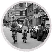 Copenhagen Lovers On Bicycles Bw Round Beach Towel