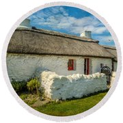 Cottage In Wales Round Beach Towel