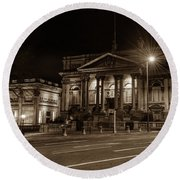 County Sessions House By Night Liverpool Round Beach Towel