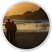 Couple At Harris Beach 0197 Round Beach Towel