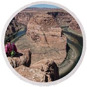Couple Viewing Horseshoe Bend High Up Edge  Round Beach Towel