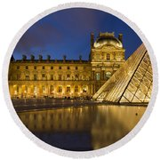 Courtyard Musee Du Louvre - Paris Round Beach Towel