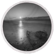Crab Trap Sunset Le Bw Round Beach Towel