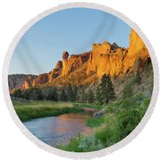 Crooked River And Monkey Face At Smith Rock Round Beach Towel