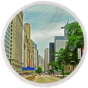 Crossing Chicago's South Michigan Avenue Round Beach Towel