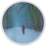 Cycling In The Snow Round Beach Towel