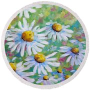 Daisies In Spring Round Beach Towel