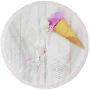 Daisy Ice Cream Cone Round Beach Towel