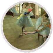 Dancers In The Classroom Round Beach Towel