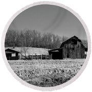 Days Gone By - Arkansas Barn In Black And White Round Beach Towel