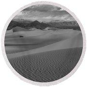 Death Valley Dunes Black And White Round Beach Towel