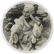 Destitute On The Ganges Round Beach Towel