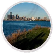 Detroit Skyline And Shadow Round Beach Towel