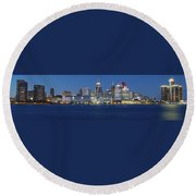 Detroit Stretches Out Round Beach Towel