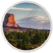Devil's Tower Morning Round Beach Towel
