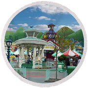 Disneyland Toontown Young Man Proposing To His Lady Panorama Round Beach Towel