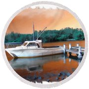 Do-00108 Boat At Sunset Round Beach Towel