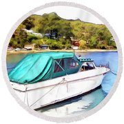 Do-00276 Green Boat In Killcare Round Beach Towel