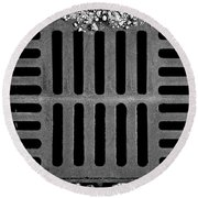 Don't Forget The Drains Bw Round Beach Towel